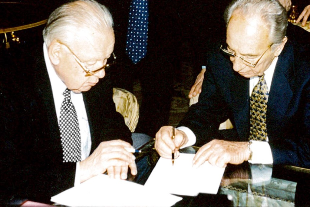 Shimon Peres with Vadim Zagladin, drafting the first Summit's Final Statement