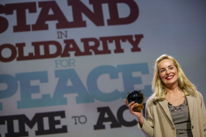 Sharon-Stone-peace-award-3